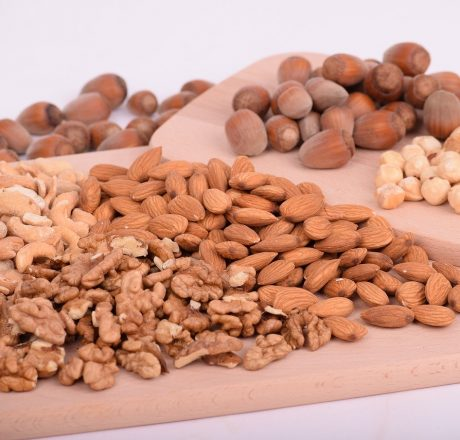 Зачем и как замачивать орехи