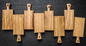 Правильно чистим деревянные разделочные доски
