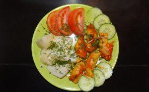 Рулетики из свинины с черносливом в томатном соусе