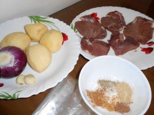 запеченное мясо с картофелем