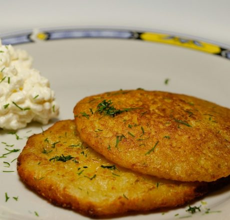 Рецепт картофельных оладьев с начинкой
