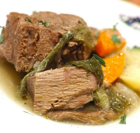 Рецепт - запеченное мясо с картофелем