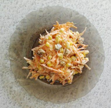 Морковный салат с майонезом и чесноком