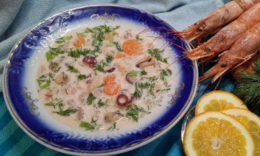 Суп «Морской коктейль» с плавленым сырком