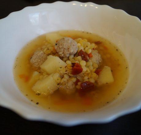 Суп с мелкой пастой и фрикадельками