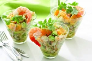 Салат коктейль с авокадо и креветками