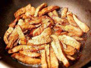 Сколько жарить телятину на сковороде