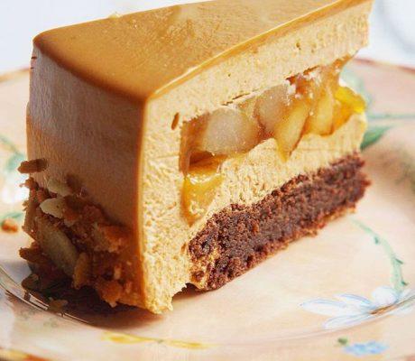 Торт с грушей и карамелью