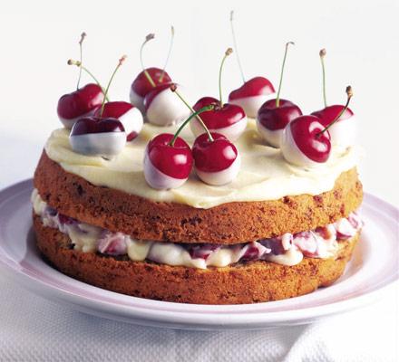 Бисквитный торт с маскарпоне и вишней
