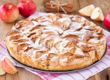 Пирог гость на пороге с яблоками