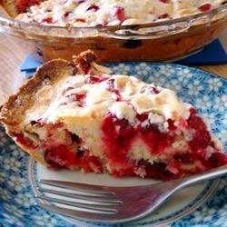 Пирог с безе и клюквой