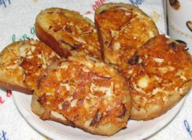 Бутерброды жареные с колбасой и сыром