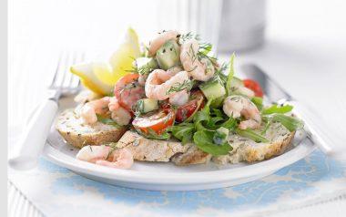 Салат морской коктейль с креветками