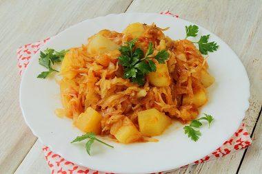 Овощное рагу с кабачками капустой и курицей