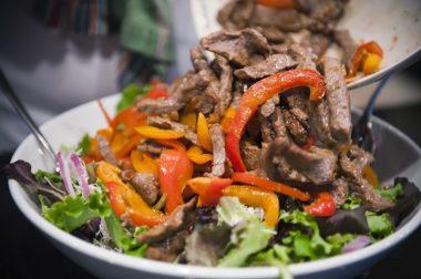 Болгарский салат с мясом