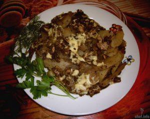 Картофель по-французски с грибами и свининой (в мультиварке)