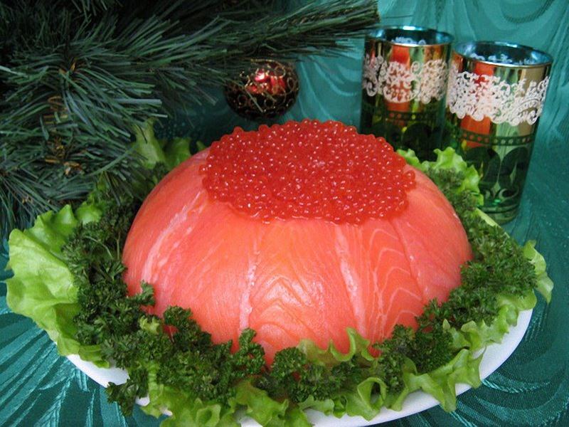 салат с красной рыбой и икрой рецепт