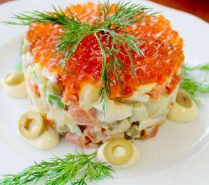 Салат с красной рыбой и икрой