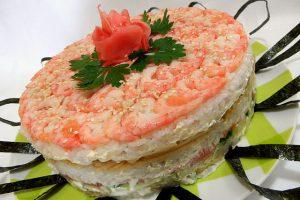 Салат суши с красной рыбой