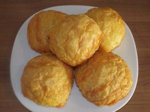 Дрожжевая сырная булочка