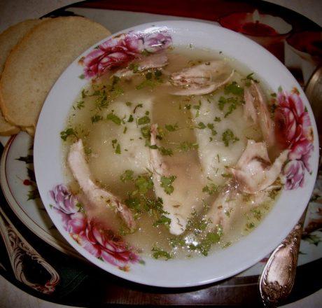 Куриный суп-бульон с фаршированными галушками