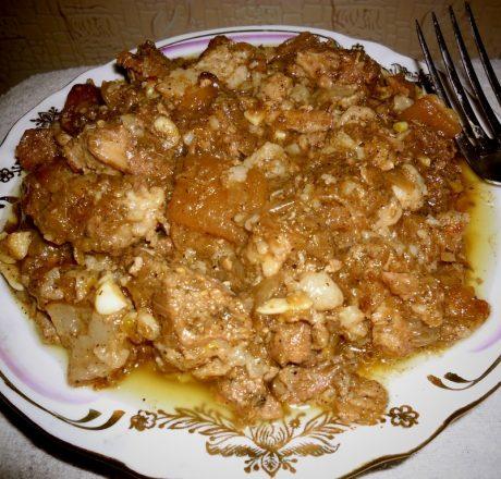 Свинина в винно-луковом соусе