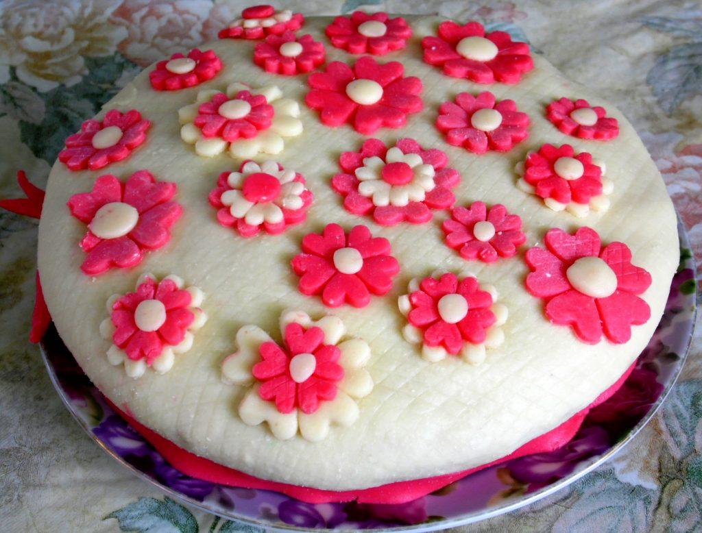 скромно живет рецепты тортов украшенные мастикой пошаговое фото есть