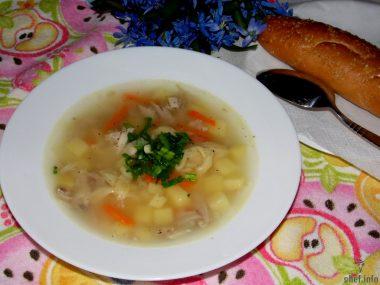 Суп с курицей и домашней лапшой
