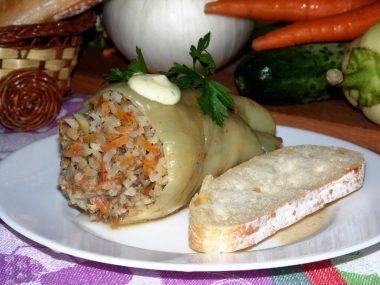 Перец, фаршированный мясом и рисом