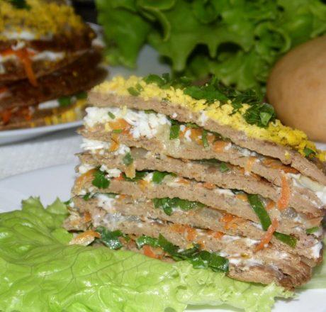 Печеночный торт с овощной начинкой