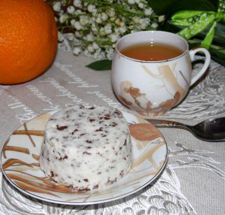 Сметанное желе с шоколадной крошкой