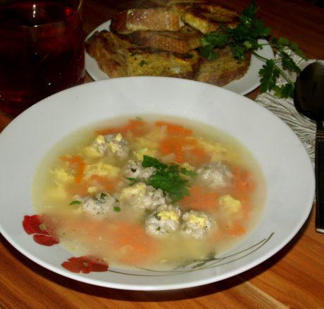 Суп с фрикадельками, сыром и яйцом