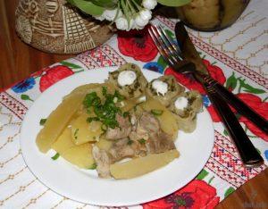Тушеный картофель с мясом и галушками