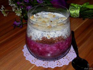 Творожный десерт с черной смородиной