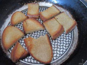 белый хлеб жареный в яйце