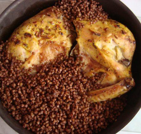 Курица запеченная с гречкой и базиликом