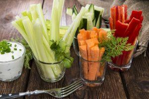 Овощи брусочками в стаканах