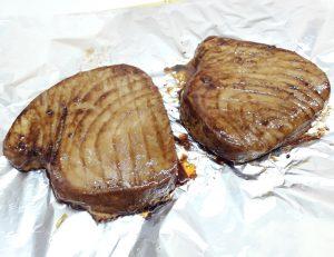 стейки тунца под соусом