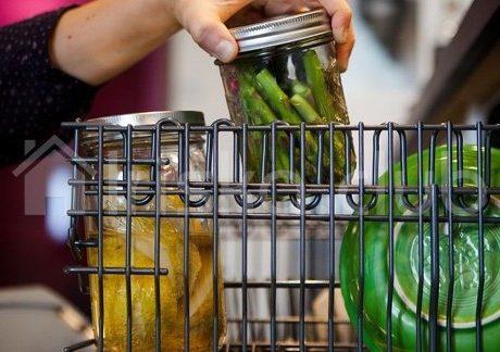 Еда в банке в посудомойке