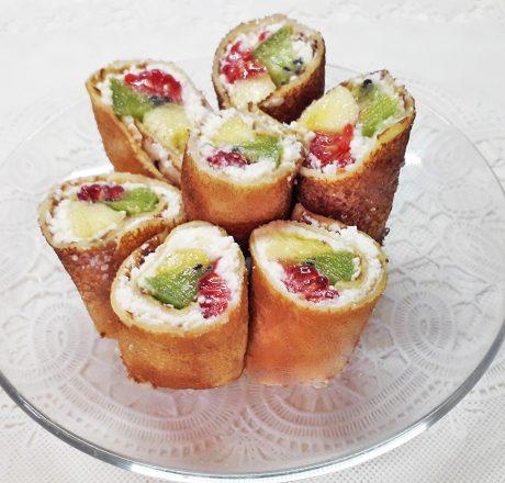 Блинные роллы с фруктовой начинкой
