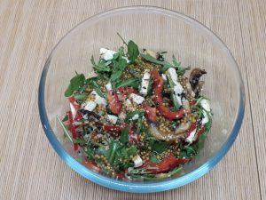 салат руккола-грибы-орешки