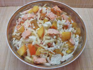 салат с хурмой и форелью