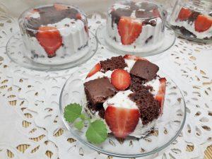 Заливной десерт с какао бисквитом
