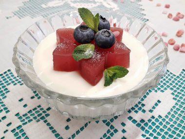 Сметано-творожное желе с ягодами
