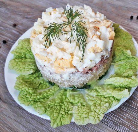 Салат из киноа с тунцом