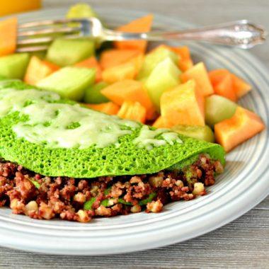 Зеленый омлет с тушенкой