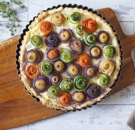 Вегетарианский пирог с розами