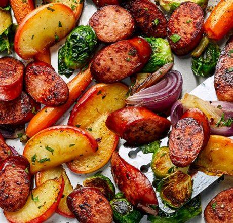Запеченные овощи с копченой колбасой