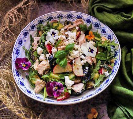 Картофельный салат с тунцом и фета