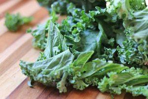 Салат из зеленных и пшеницы